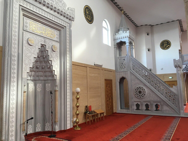Lorsque l'on évoque la grande mosquée de Lyon, on pense naturellement à celle située boulevard Pinel dans le 8ème arrondissement. Or, quelque part à l'Est de la capitale des Gaules, se trouve un joyau architectural. Il s'agit de la Mosquée Eyüp Sultan de Vénissieux. L'autre grande mosquée de l'agglomération lyonnaise.